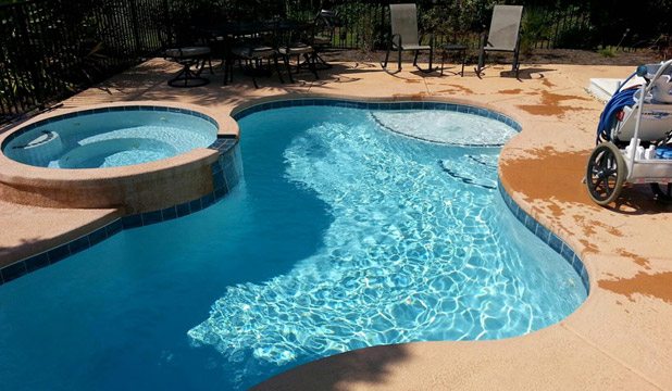 Pool-Cleaning-in-Florida[1]